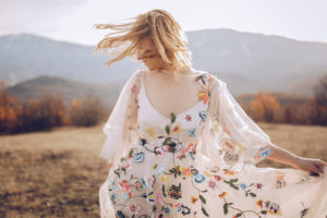 Beautiful-hippie-woman-dancing-in-a-meadow-880366686_6720x4480-300x200 Beautiful-hippie-woman-dancing-in-a-meadow-880366686_6720x4480